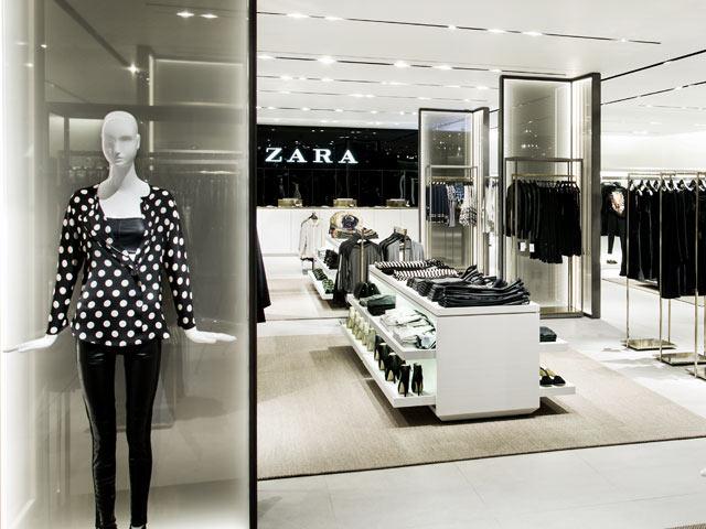 Dise o de tiendas de ropa de zara for Decoracion de almacenes de ropa